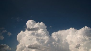 Fluffy cumulus clouds from the sky — Vídeo de Stock