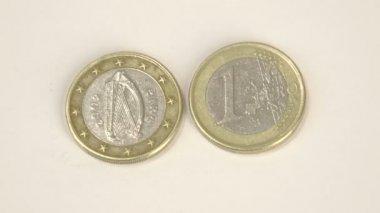 A harp image on a Ireland Euro coin and a 1 Euro coin — Stock Video