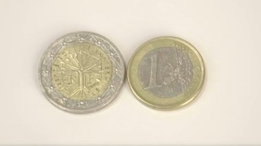 Two France coins with different sizes. — Stock Video