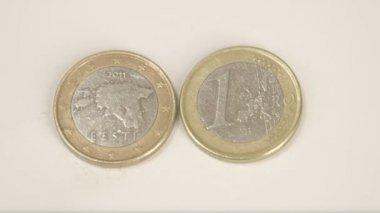 An Estonian 2011 coin and a 1 Estonia Euro coin — Stock Video