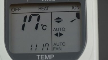 Screen of an aircon machine with temperatures — Stock Video