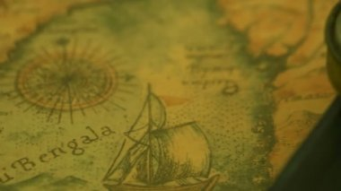 A compass on top of the edge of the bible — Stock Video