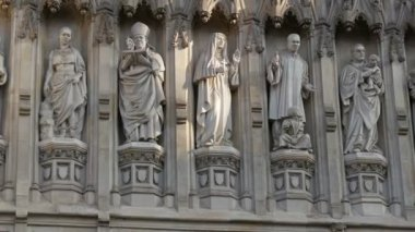 Sculptures on Westminster Abbey church — Stock Video
