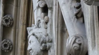Faces sculpted on the wall of Westminster Abbey — Stock Video