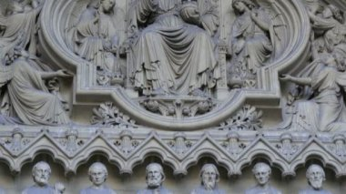 Sculptures on the wall of the Westminster Abbey — Stock Video
