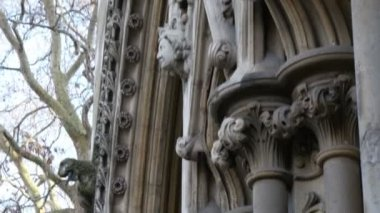 Sculpted walls of the Westminster Abbey church — Stock Video