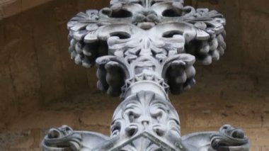 Sculpted walls of the Westminster Abbey — Stock Video