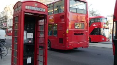 Red telephone box and bus — Stock Video