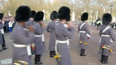 The palace march band with drums and flutes — Stock Video