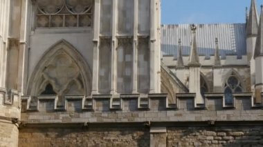 Window of the Westminster Abbey church — Stock Video