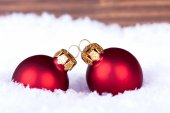 Macro of Christmas Balls in the Snow — Stockfoto