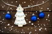 Christmas Tree and Christmas Balls Hanging on a Line on Wood — Foto de Stock