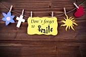 Yellow Label With Life Quote Dont Forget To Smile — Foto de Stock