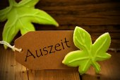 Brown Organic Label With German Text Auszeit — Стоковое фото