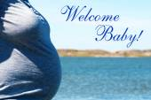 Pregnant Woman Infront Blue Sea With Text Welcome Baby — Stock Photo