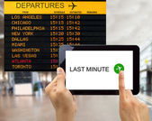 Search for last minute deals in usa airport — Foto Stock