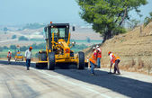 KAYSERI - AUGUST 15: workers repairs road under the program of planned on August 15 2014 in kayseri Turkey — Stock Photo