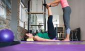 Teenage girl doing pilate exercises — Стоковое фото