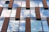 Blue sky reflected in mirror windows of modern office building — Stock Photo