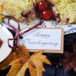 Happy Thanksgiving Cherry Apple Crumble Pie — Stock Photo #54504285