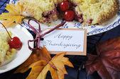 Tarta de crumble de manzana cereza feliz día de gracias — Foto de Stock