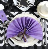 Black and white horse racing theme party table — Stock Photo