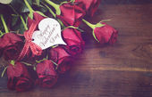 Vintage red roses gift for Valentines Day, birthday or special o — Stock Photo