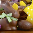 Happy Easter chocolate bunnies and eggs in hamper basket. — Stock Photo #65410803