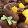 Happy Easter chocolate bunnies and eggs in hamper basket. — Stock Photo #65410993