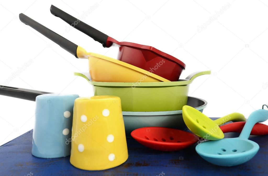 Heldere, kleurrijke keuken potten en pannen — Stockfoto © amarosy ...