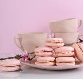 Pink macaron cookies with vintage cups — Stock Photo