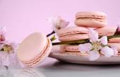 Shabby chic vintage style pink macarons — Stock Photo