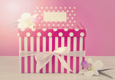 Feminine pink and white gift with greeting card. — Foto de Stock