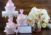 Wedding Day shabby chic style pink cupcakes — Stock Photo