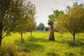 Frau mit einer geige — Stockfoto