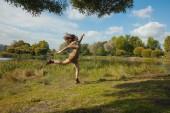 Skakać z radości — Zdjęcie stockowe