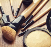 Set of makeup brushes and bronzer highlighter powder — Stock Photo