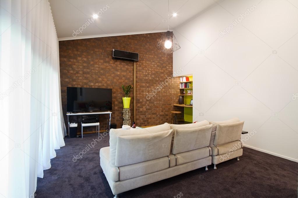 Vardagsrum Retro : Renoverade s utsatt tegel vägg lägenhet vardagsrum