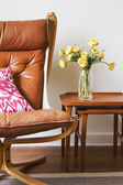 Cropped vintage tan leather chair with teak side tables — Stockfoto