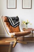 Vintage retro tan leather danish chair and table — Stock Photo