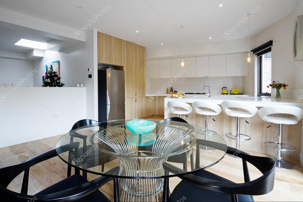 Cucina con piano aperto da pranzo in casa australiana for Disegni di casa piano aperto