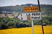 Road sign Pubol дорожный знак в Европе — Stock Photo