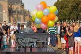 Arnhem, Netherlands - September 28, 2014: Girl with balloons on chair during the world championships living statues in Arnhem — Stock Photo