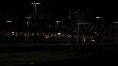 Departing train — Stock Video