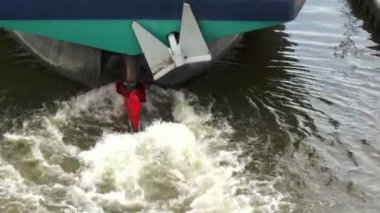 Cargo ship in a sluice — Wideo stockowe