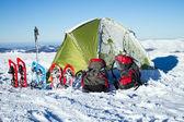 Camping during winter hiking in Carpathian mountains. — Stock Photo
