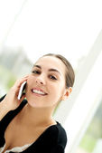 Natural young woman chatting on her mobile — Stock Photo
