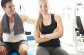 Young Man Admiring her Girlfriend in the Gym — Stock Photo