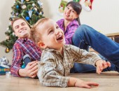 Family   in christmas time — Stockfoto