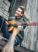 Young man with guitar — Stock Photo